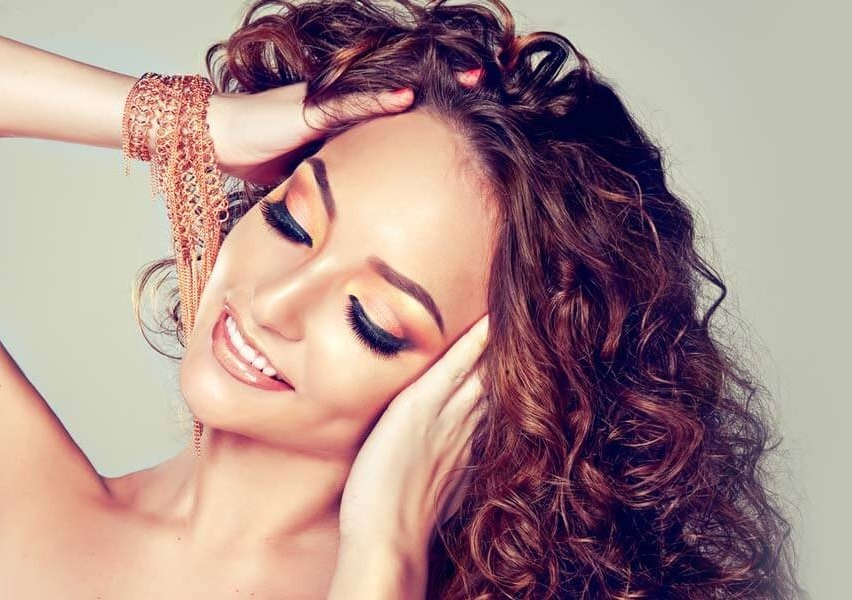 5 métodos para enderezar su cabello rizado