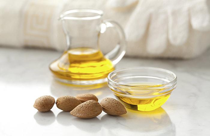 Aceite de almendras, jugo de limón y jugo de Amla