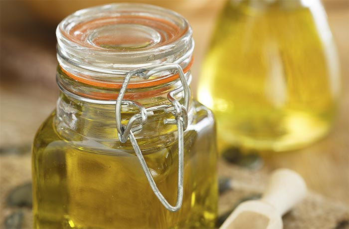 Aceite de almendras y semillas de sésamo