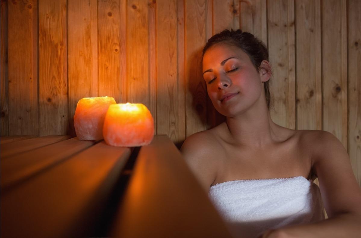 aquí hay un debate sobre si un baño de vapor ofrece más beneficios que una sauna