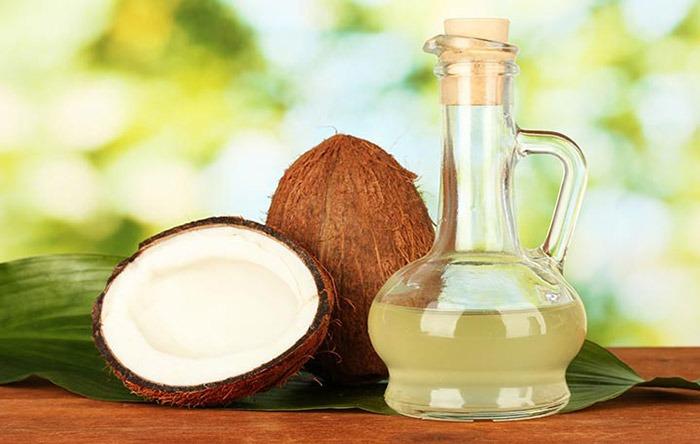 El aceite de coco y hojas de curry
