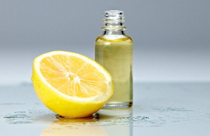 Jugo de Limón y aceite de almendras