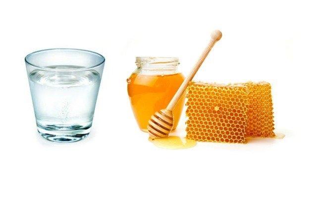 La miel con agua tibia