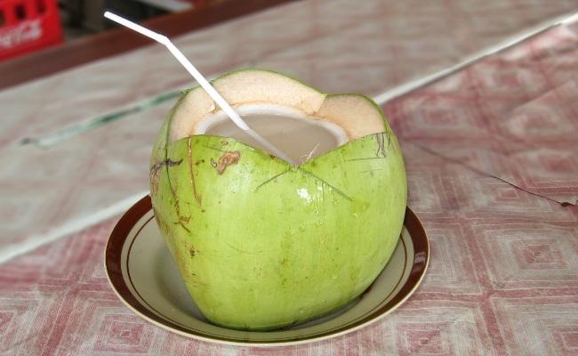 Agua de coco tierno