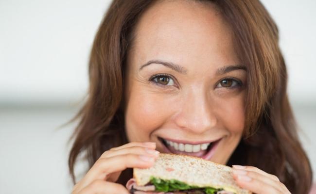 Comer alimentos con carbohidratos saludables