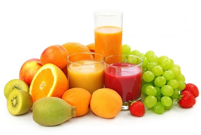 Consumir frutas frescas y zumos de frutas