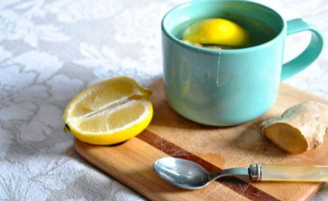 El jengibre, miel y té de limón