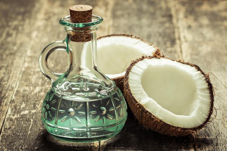Maneras de agregar aceite de coco en su dieta