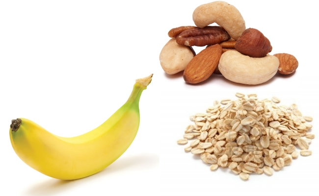 Plátano y harina de avena Smoothie combinarse con tuercas saludables