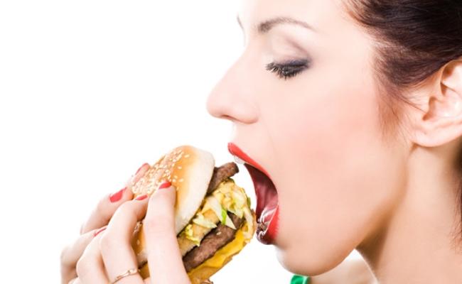 Restringir o limitar los alimentos procesados