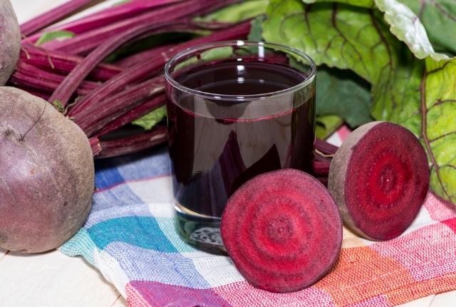 jugo de raíz de remolacha bebida