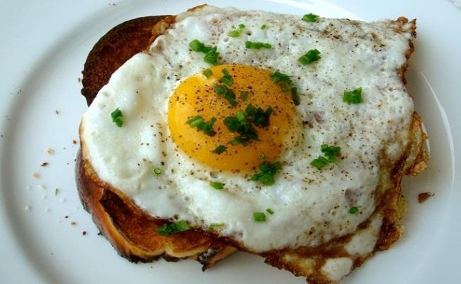 Clara de huevo tostada