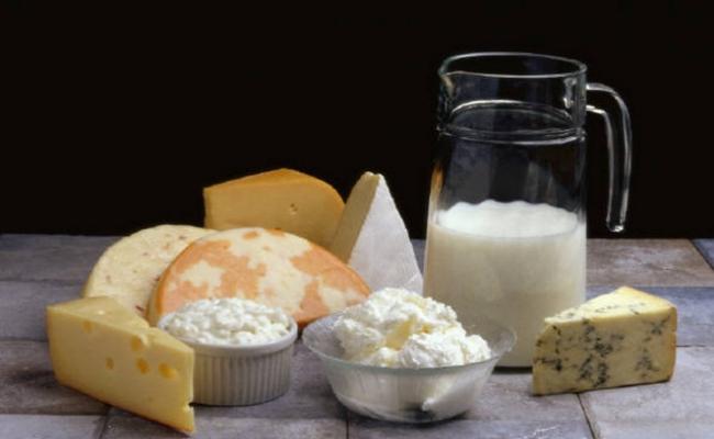 Coma productos lácteos