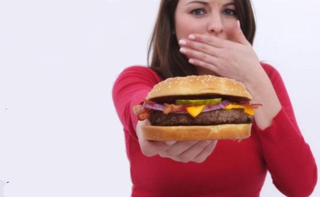 Evite alimentos dañinos comen diariametne