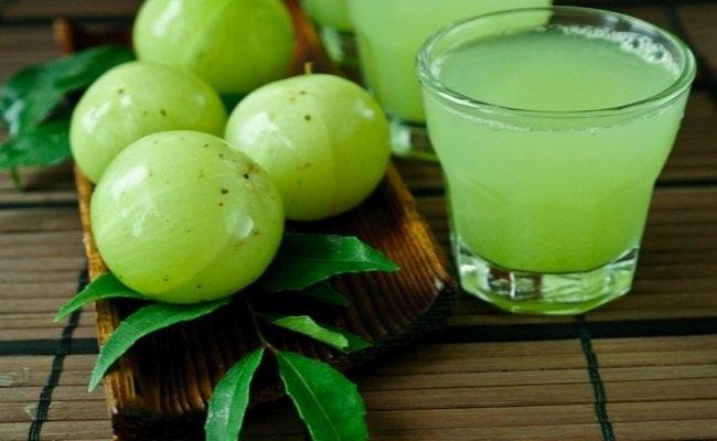 Lechuga y jugo de grosella espinosa India