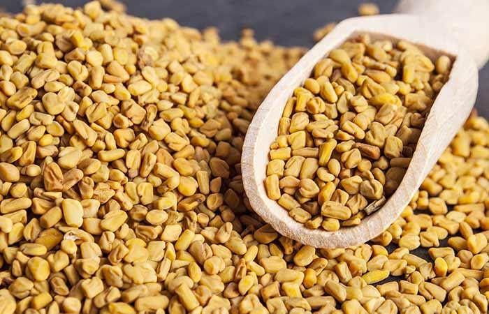 Pega las semillas de alholva