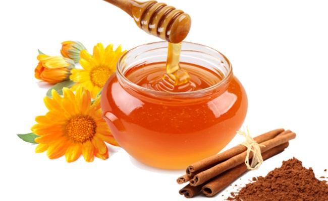 canela con miel para el tratamiento del acné