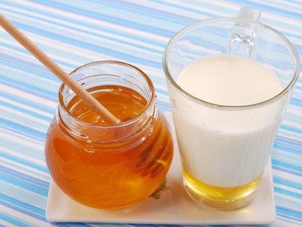 Beneficios de miel y limpiador de leche