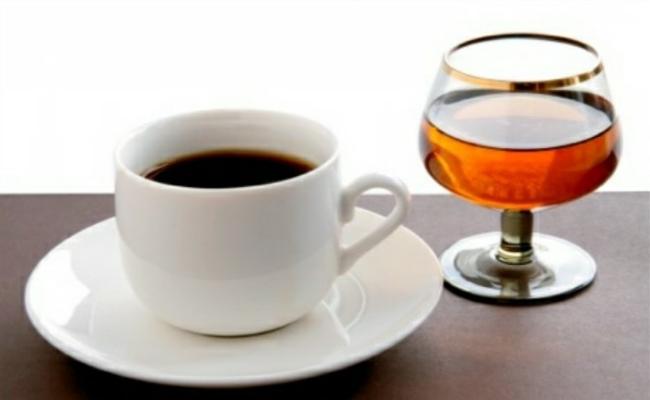 Cortar los alimentos procesados, cafeína y alcohol