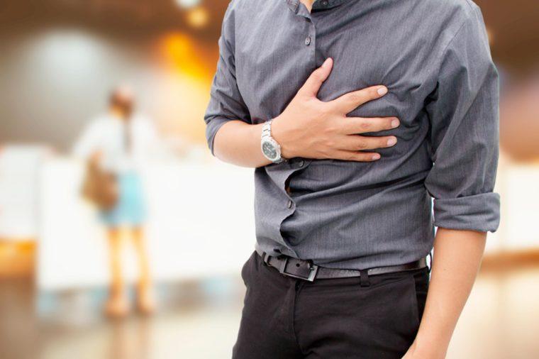 7 Dolores del pecho asustadizo que usted puede ser que el error para un ataque del corazón