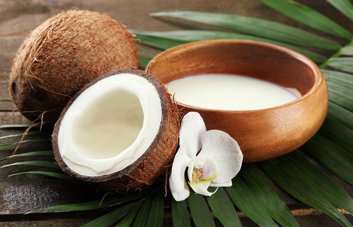 Tratamiento de acondicionamiento profundo de leche de coco para el cabello seco