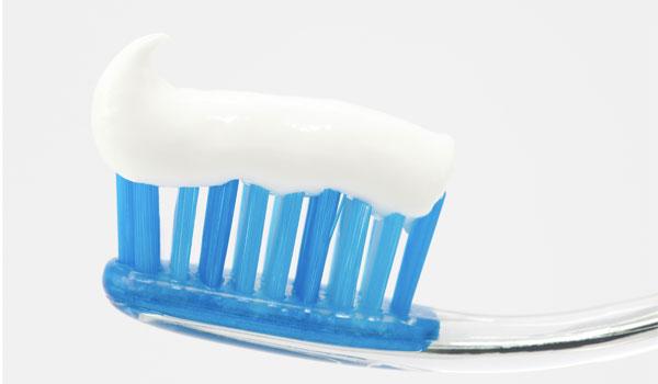 Pasta de dientes blanca