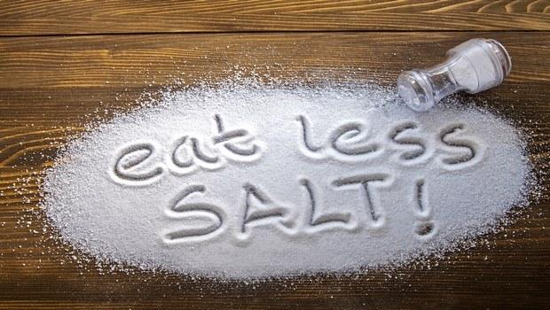 Limite la sal en su dieta