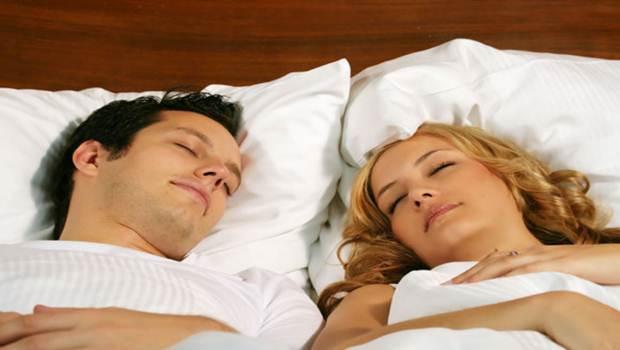 No compartas pañuelos, almohadas, ropa de cama y toallas