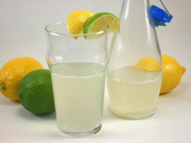 Zumo de limón y lima