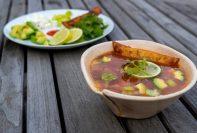 Caldo casero para sopa de invierno