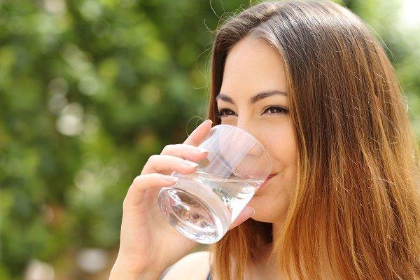 El agua potable mejora la salud dental