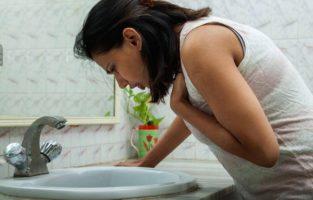 Cómo hacerte vomitar fácilmente